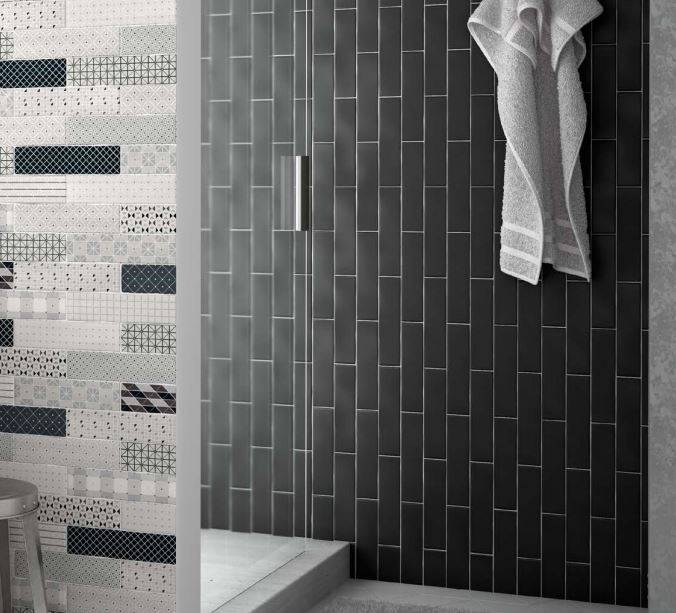 carrelage rectangulaire salle de bains bleu et taupe